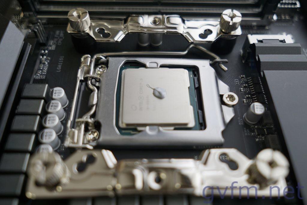 CPUに熱伝導グリスを出す