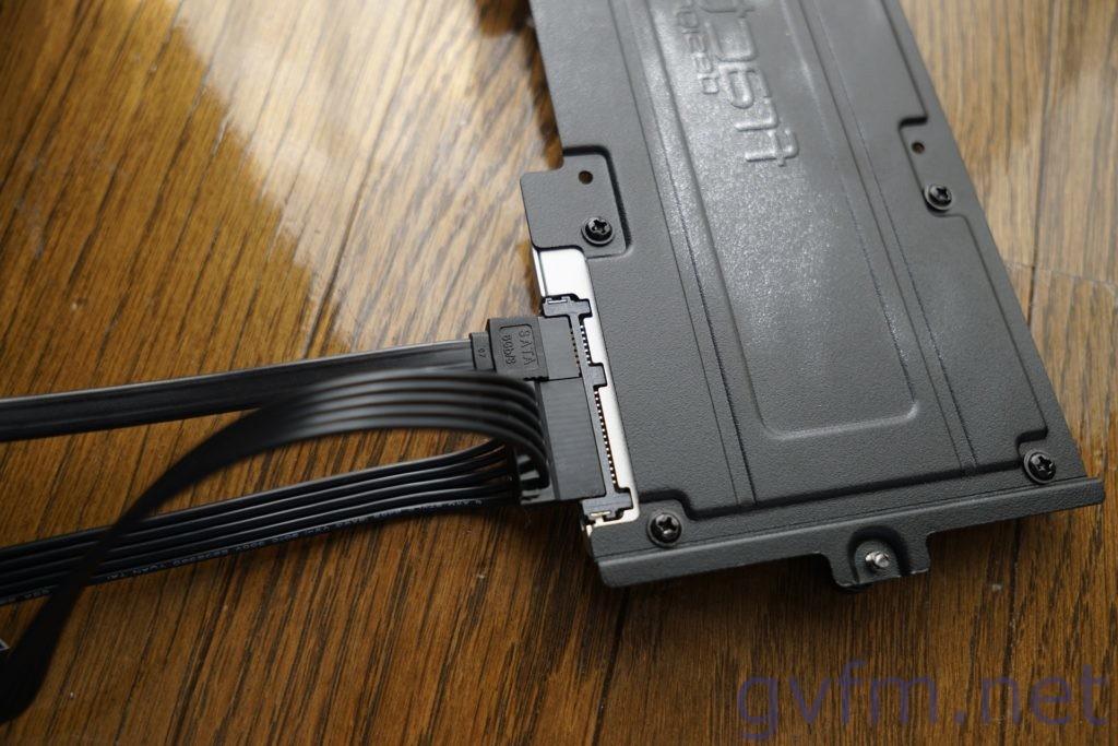 SSDをPCケースFractal Design Define Cのマウンタに取り付け