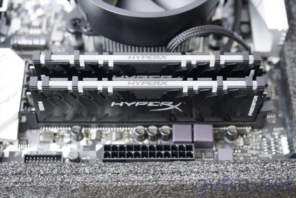 マザーボードにHyperX Predator RGBを取り付けたところ